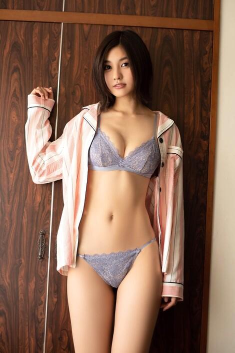 Magazine : ( [Platinum Flash X 01familia] -  27/09/2019  - Yume Hayashi )