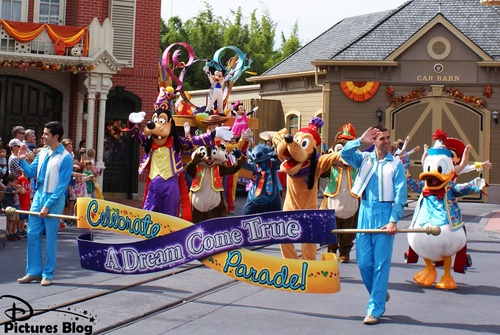 Magic Kingdom (Florida) - Celebrate A Dream Come True Parade
