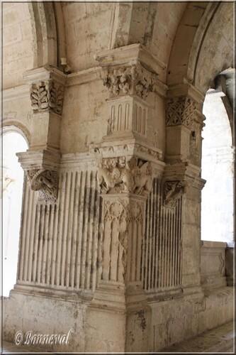 Abbaye de Montmajour cloître pilastre gothique angle nord-ouest
