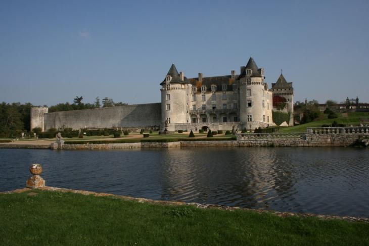 Saint-Porchaire Chateau de la Roche Courbon