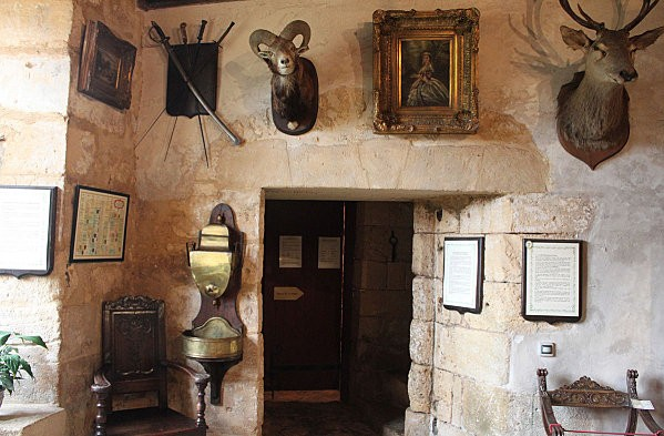 la maison forte de reignac -39-