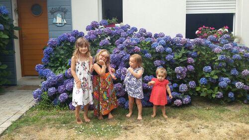 La joyeuse troupe de la maison de la plage cet été