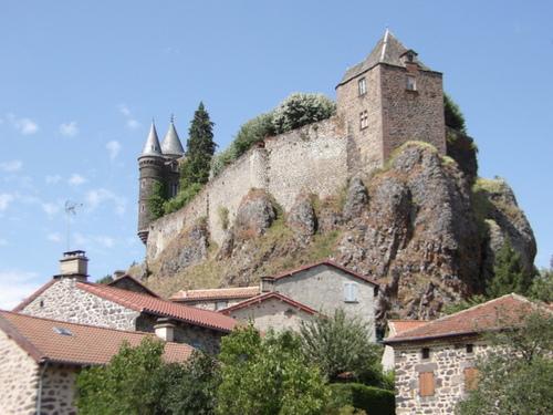 Le château du Sailhant et sa cascade
