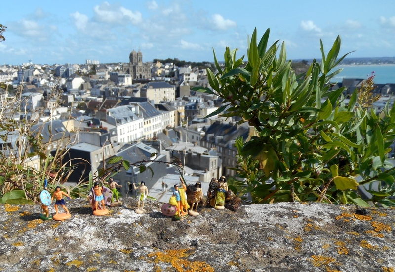 Aujourd'hui : les mini-gens à la conquête de Granville et la Villa de Nacre.