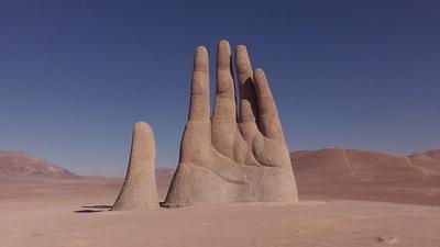 LA MAIN DU DESERT