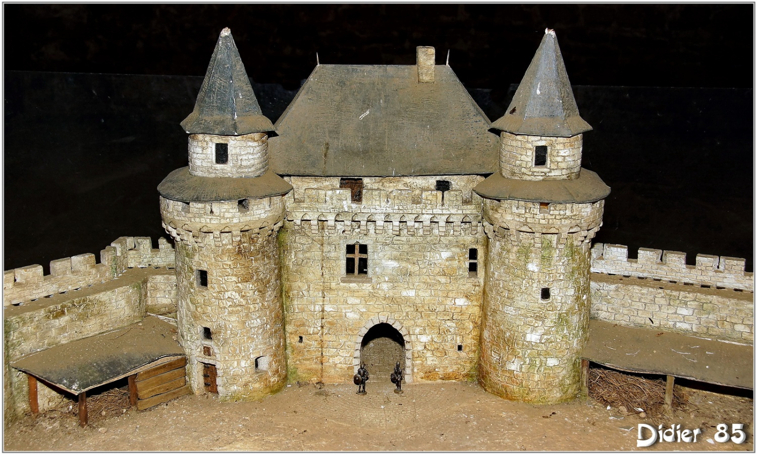 maquette chateau medieval. Black Bedroom Furniture Sets. Home Design Ideas