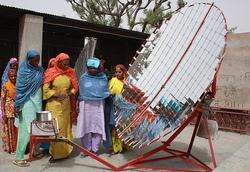 Le Barefoot College : une formation à l'énergie solaire pour les plus démunies.