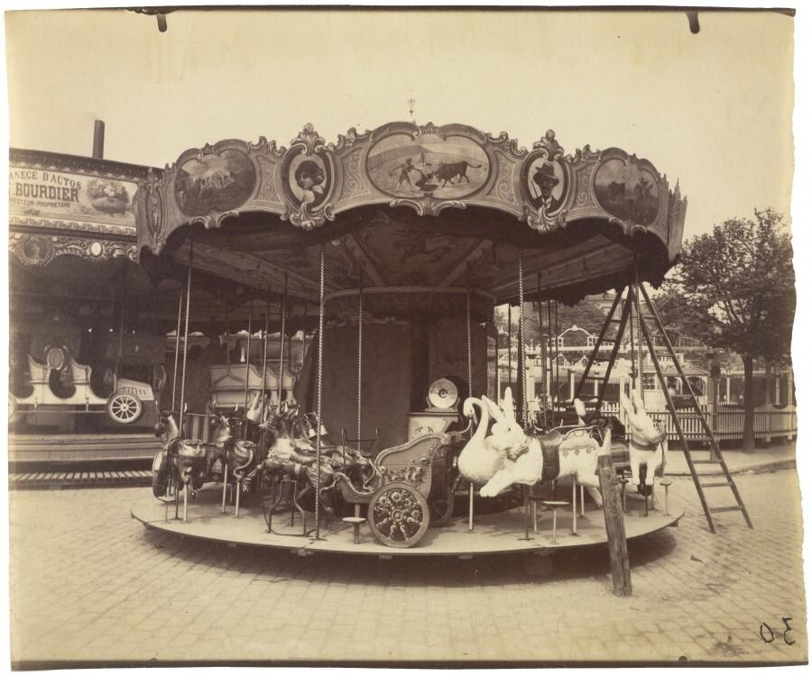 Atget Paris Fete du Trone 900x750 Le Paris de 1900 par Atget