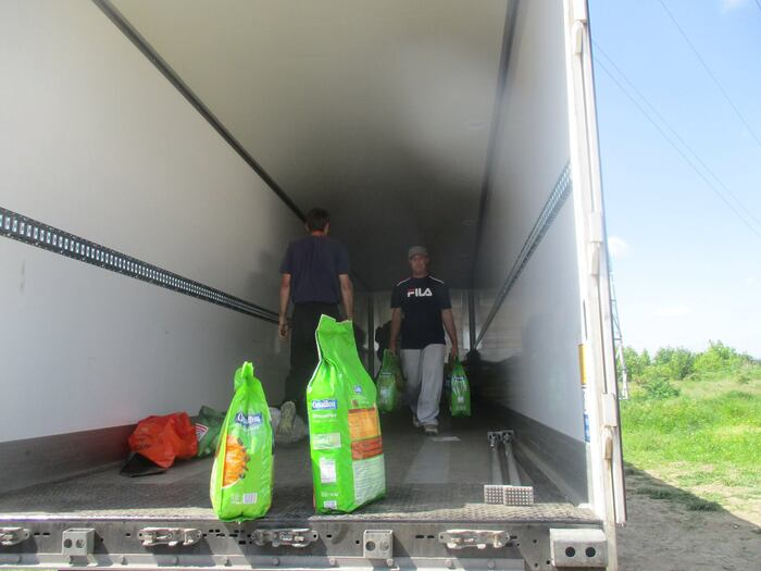 13/05/16 - Collecte arrivée en Roumanie au Refuge qui sauve des vies ....