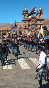 défilé des écoles à Cuzco
