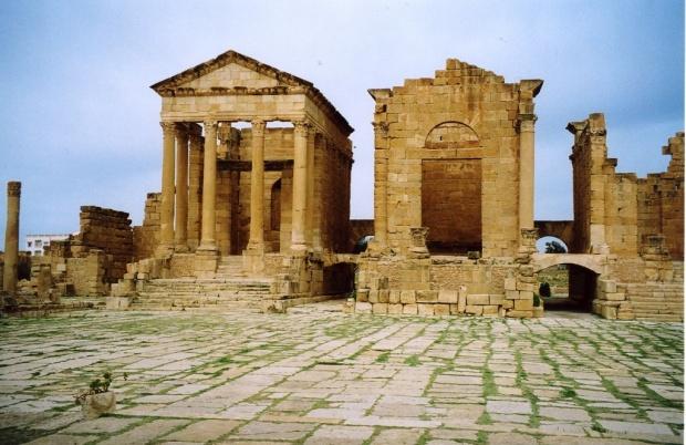 Place du capitole et les trois temples