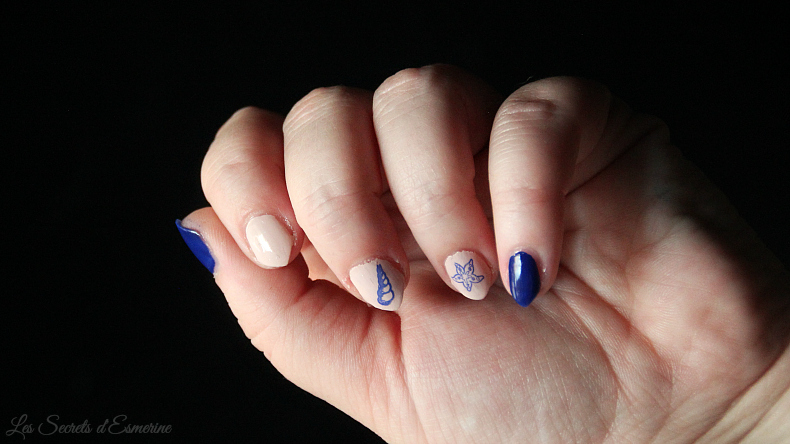 manucure - nail art - stamping - marin - bleu - beige - coquillage