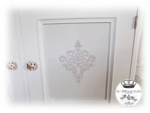 Petit meuble à deux portes