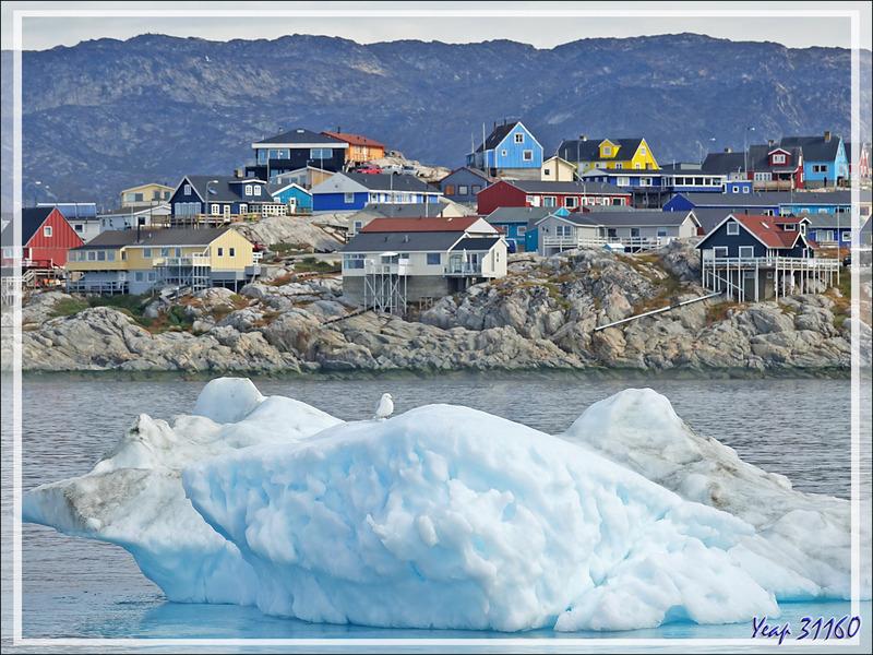 Vue panoramique d'Ilulissat à partir du bateau de promenade - Baie de Disko - Groenland