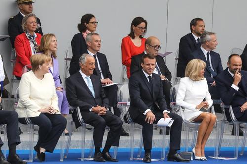 Le 14 juillet 2079 malheureux du dictateur Macron, le pouvoir des gilets jaunes