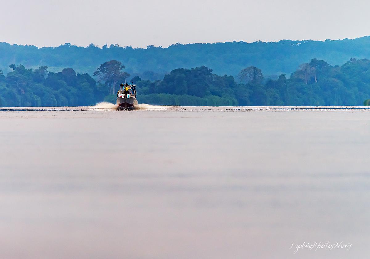 Rencontre sur le fleuve