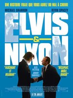 La rencontre improbable et méconnue entre Elvis, la plus grande star de l'époque, et le Président Nixon l'homme le plus puissant du monde. Deux  monuments que tout oppose.En 1970, Elvis Presley se rend à Washington dans le but de convaincre le président Nixon de le nommer agent fédéral. Se présentant à l'improviste à la Maison Blanche, la rock-star réussit à faire remettre une lettre en mains propres au président pour solliciter un rendez-vous secret. Conseillers de Nixon, Egil « Bud » Krogh et Dwight Chapin expliquent à leur patron qu'une rencontre avec Elvis au cours d'une année électorale peut améliorer son image. Mais Nixon n'est pas d'humeur à donner satisfaction à l'artiste.C'est sans compter sur la détermination d'Elvis ! Il propose un « contrat » à Krogh et Chapin : il signera un autographe pour la fille de Nixon en échange d'un tête-à-tête avec le président. À la très grande surprise de Nixon et de ses conseillers, l'homme politique et le chanteur se découvrent des affinités. À commencer par leur mépris affiché pour la contreculture …