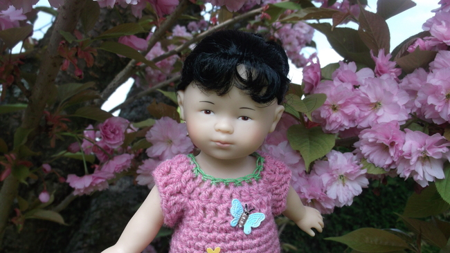 Aponi et sa robe fleurie