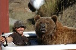 Love story entre un ours et un homme !