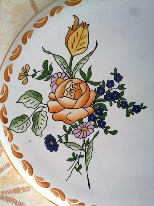 De la porcelaine signée Renoleau...