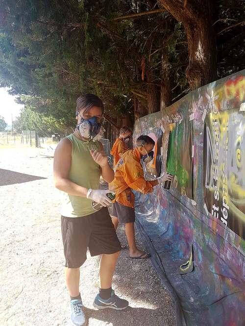 stage graff avec 8 jeunes de Planet'Ados à St Génies De Fontedit (34) Réalisation d'une oeuvre par les jeunes encadré par Jerc sur l'abri bus et le transformateur. juillet 2018