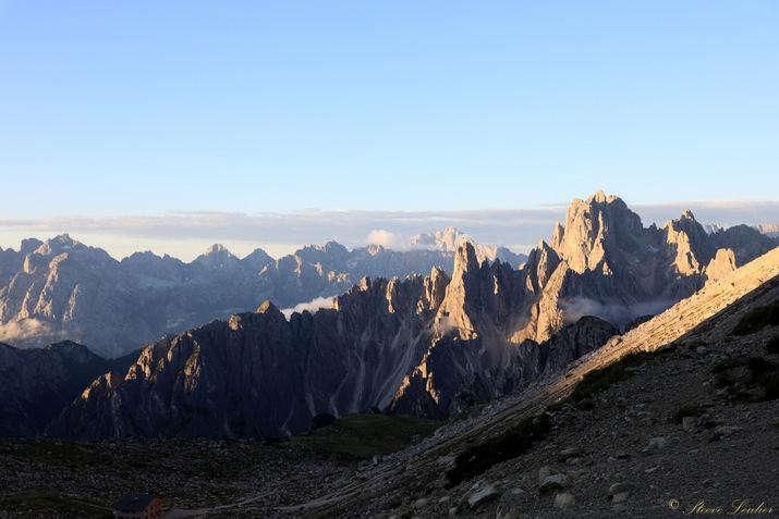 Trek dans les Dolomites, levé de soleil sur les Tre Cime