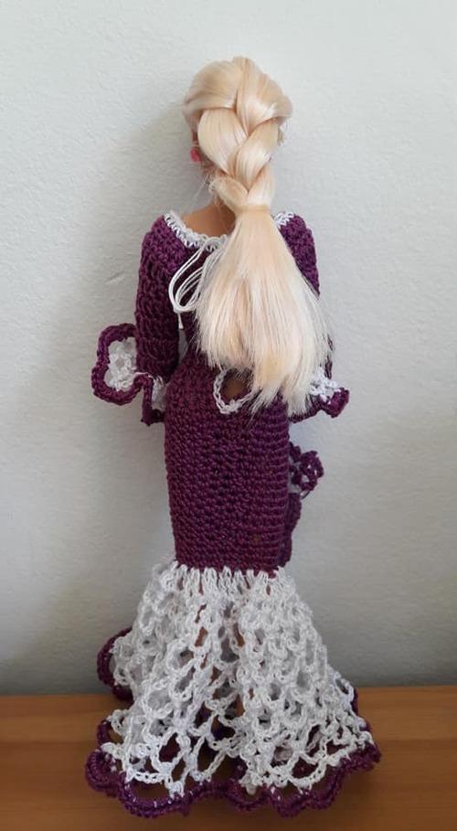 Voilà une autre robe barbie et son ombrelle