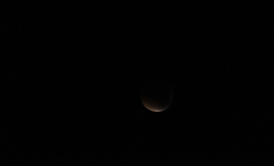 Je me suis réveillée, sous la lueur à peine-Ombre oranger ...