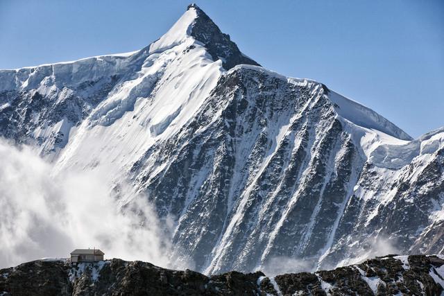 En fondant, les glaciers relâchent des polluants qu'on croyait éradiqués