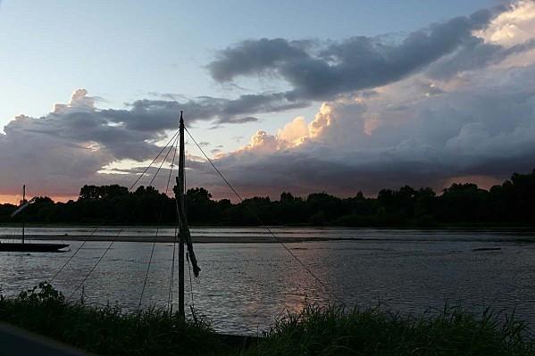 Ciel-d-orage-sur-la-Loire-Chaumont-28-08-12-P13007-copie-1.JPG