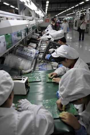 Sur une chaîne d'assemblage de l'usine FoxConn de Shenzhen, le 27 mai 2010