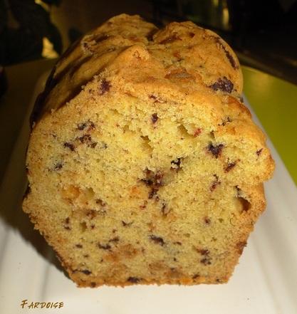 Le cake - variante aux écorces d'oranges confites et éclats de chocolat