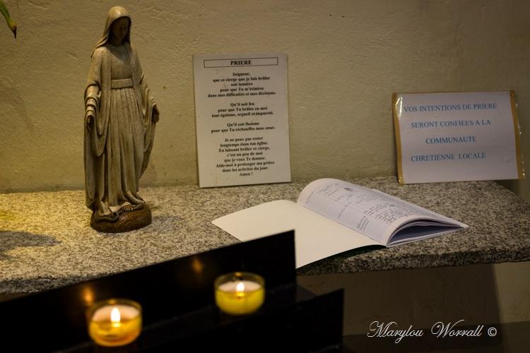 Pays de Savoie : Yvoire intérieur de l'église 5/6