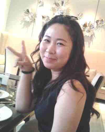Tous les Chinois prennent toujours la pose comme ça :P
