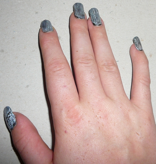 Nail art Noir craquelé