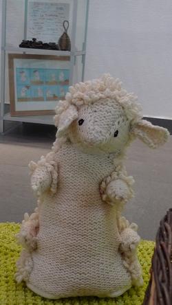 Atelier tricot à la médiathèque: un monde fou!