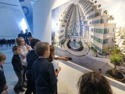 La section française visite l'exposition de Jean-François Rauzier