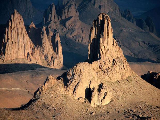 Tezoulaig et Saouinan, dans le désert du Hoggar