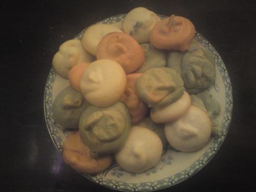 Petite recette toute simple de meringues colorées