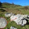 Passage près d\'un rocher, dans la 2ème zone d\'Estaés, où est gravée la 6ème croix