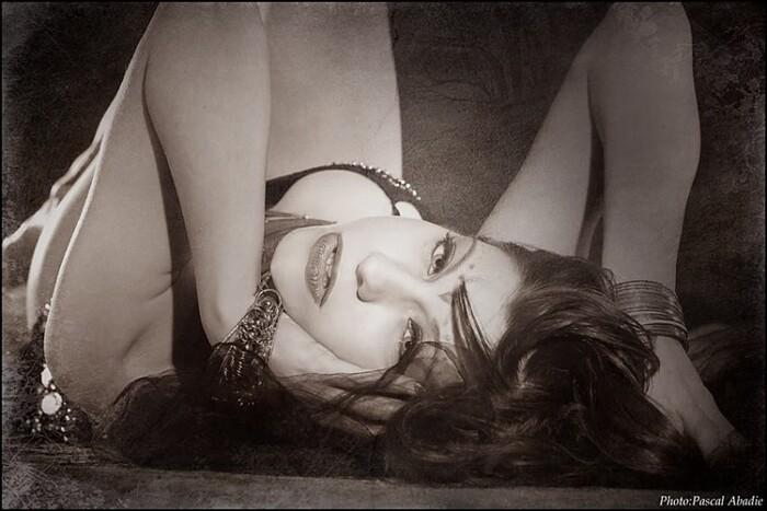 un regard pour faire l'amour femme nue allongee regard