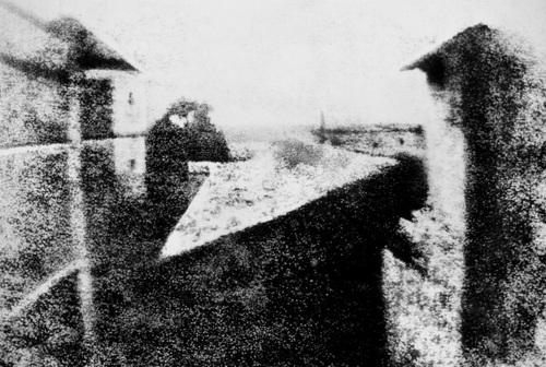 La photographie à ses débuts par Iliana (207) & Manon (211)