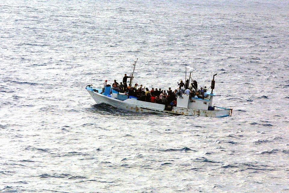 Démarrage, L'Eau, Réfugié, Évasion, Droit D'Asile