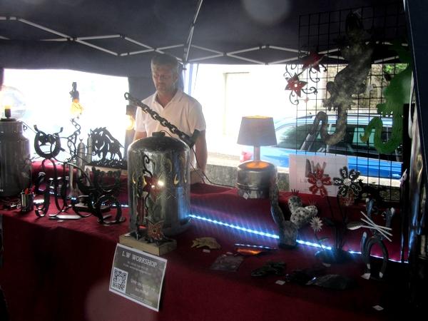 Coulmier le Sec a organisé un agréable marché artisanal sur la place du village...