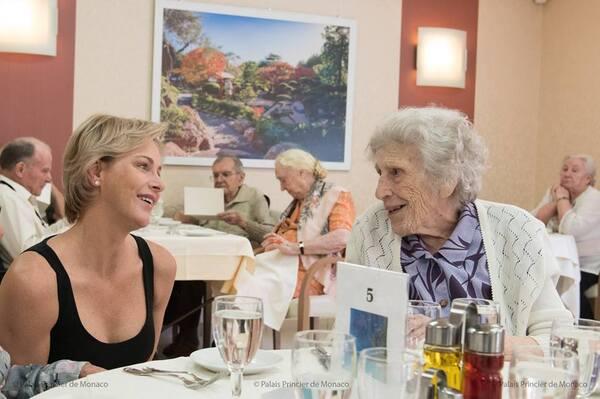 Charlène visite une maison de retraite