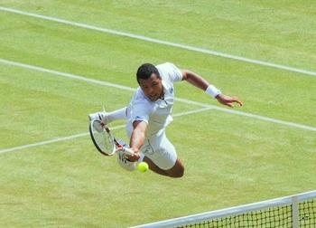 Jo-Wilfried_Tsonga_Wimbledon_2011_jump_volley