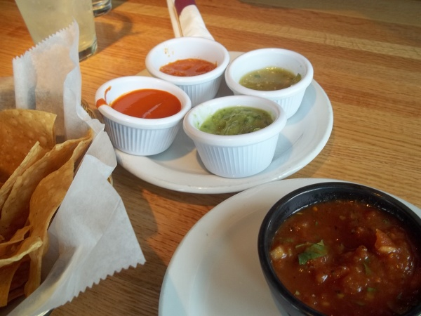 Chips et salsa.