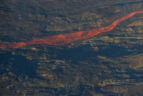 L'éruption vue d'un ULM ce lundi matin