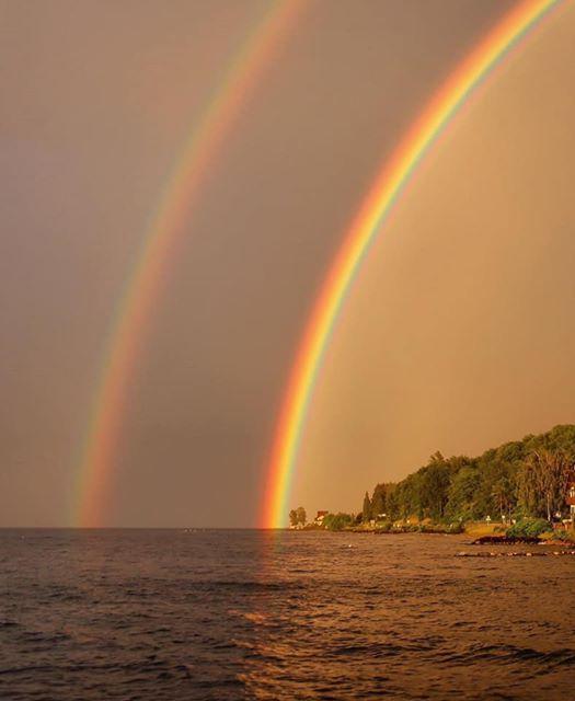 Magnifique arc en ciel sur le Lac Léman
