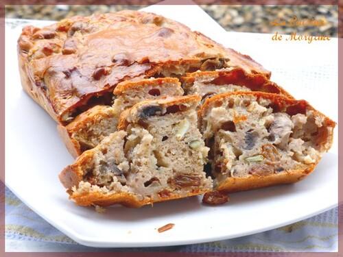 Cake à la farine de chataigne, chèvre, champignons et noix